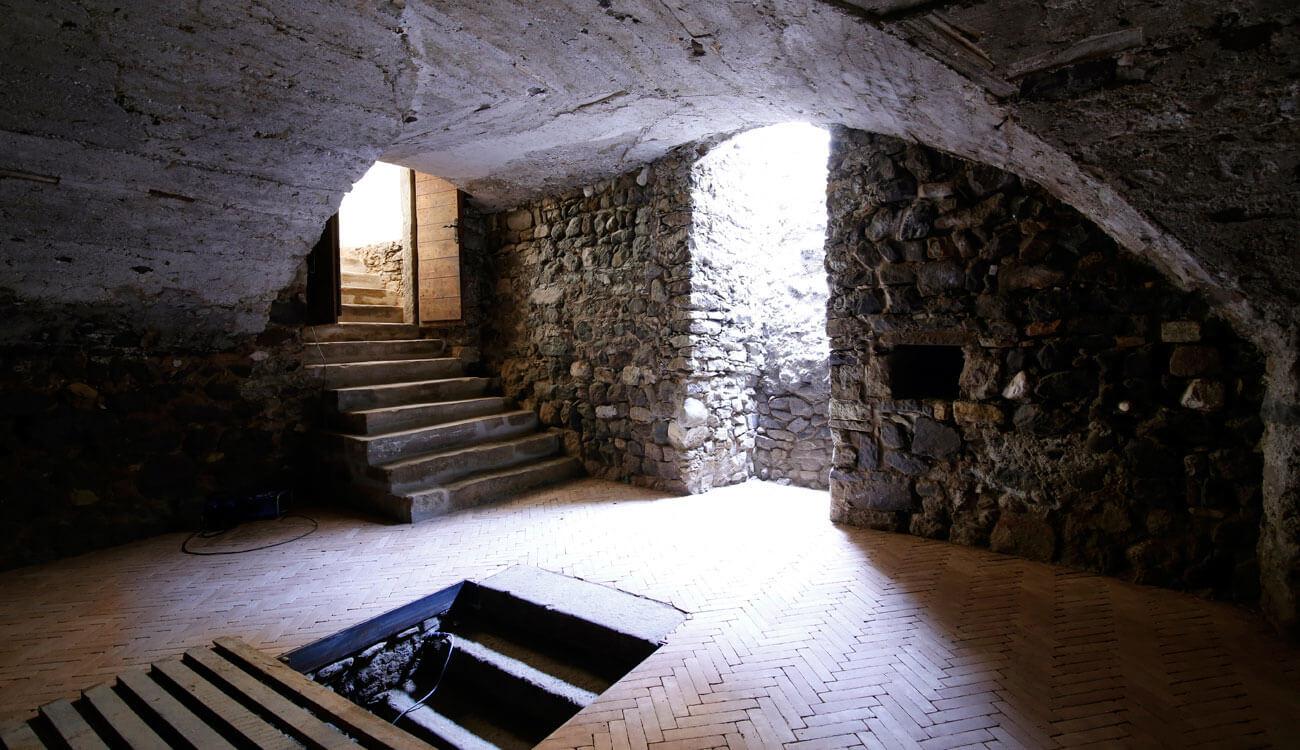 Weinhandlung in alten Gewölbekeller zu verkaufen