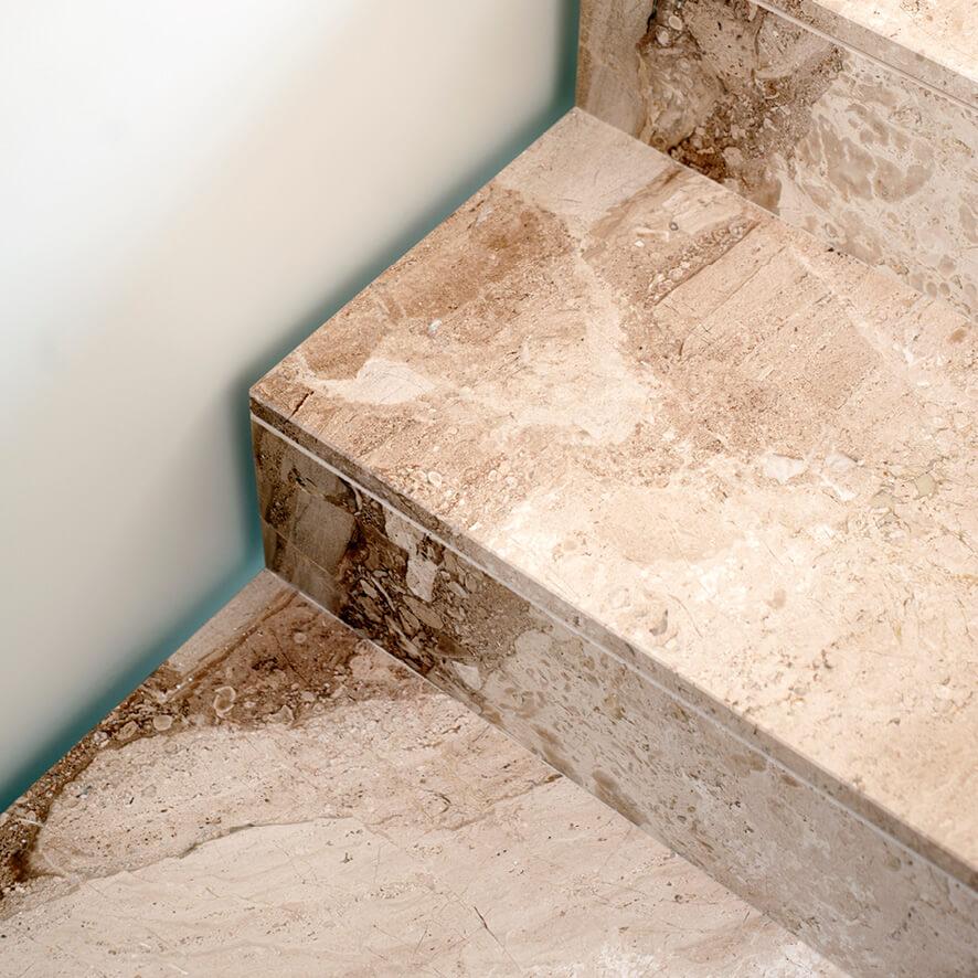 Akustisch optimiert – Treppendetail